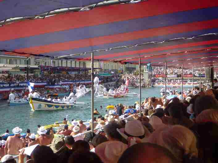 Water Jousting at Sete - a fun watch
